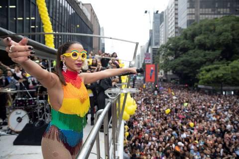 Anitta afirma que não apoia Bolsonaro, em resposta a Daniela Mercury