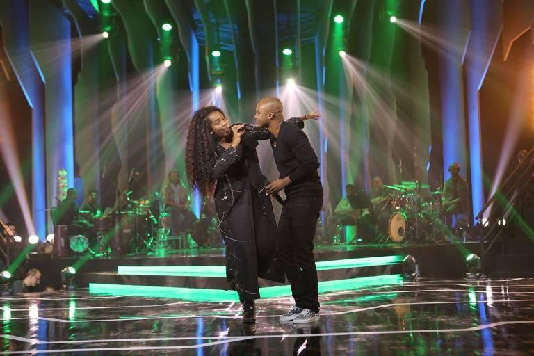 IZA canta com Thiaguinho no palco do Música Boa Ao Vivo
