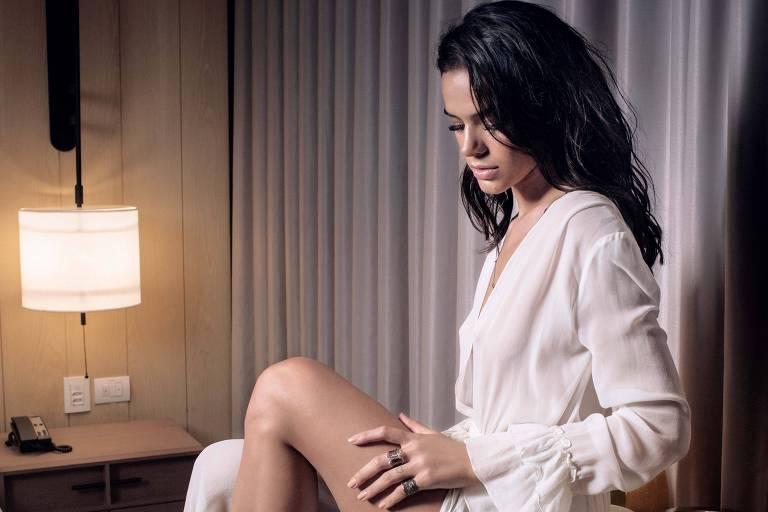 Bruna Marquezine, que é capa da edição de junho da revista GQ