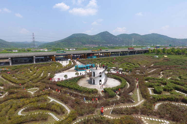 Labirinto das Borboletas Amantes em Ningbo, na China; este é considerado o atual maior labirinto do mundo e ocupa 33 mil metros quadrados