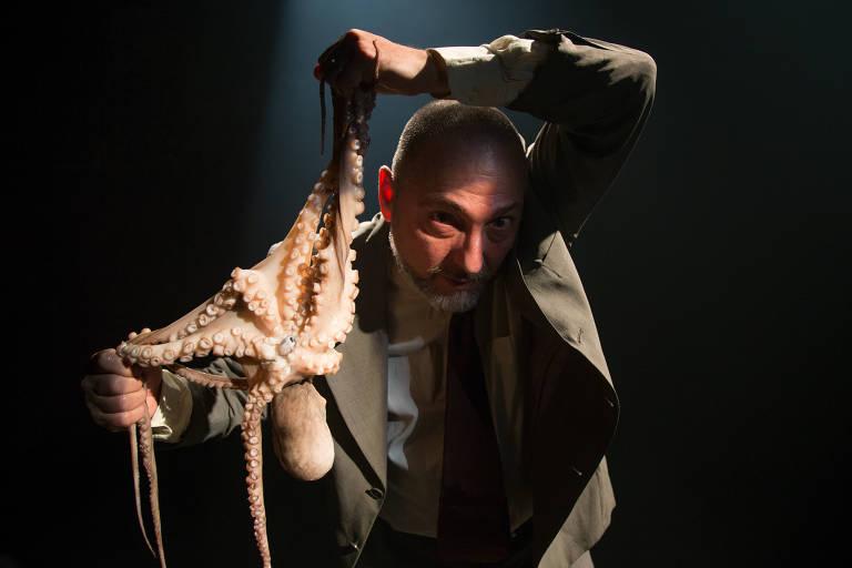 "Ricardo Kosovski na peça ""Tripas"", de Pedro Kosovski"