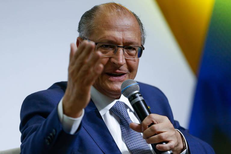 O ex-governador de SP Geraldo Alckmin (PSDB) responde a perguntas durante sabatina promovida pelo jornal Correio Braziliense com pré-candidatos à Presidência da República