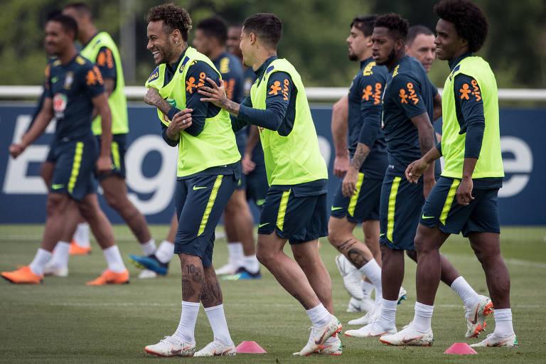 Atacante Neymar em treino da seleção brasileira