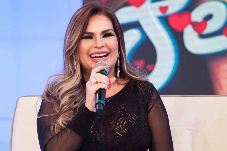 Solange Gomes, a musa da banheira do Gugu, participa do programa de Daniela Albuquerque