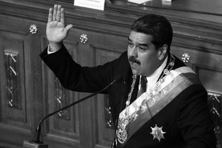 O ditador venezuelano, Nicolás Maduro, discursa durante cerimônia em que prestou juramento, em Caracas, para o seu próximo mandato