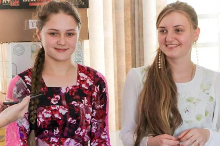 Iulia Ovchinnikov, de 16 anos, e Felessata Kilin, de 18, vivem na região desde o nascimento