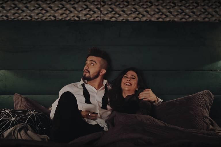 """Luan Santana e Tatá Werneck no clipe de """"MC Lençol e DJ Travesseiro"""""""