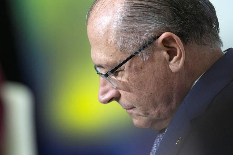 Retrato de perfil do pré-candidato do PSDB à Presidência, Geraldo Alckmin, em debate eleitoral em Brasília, no dia 6 de junho de 2018