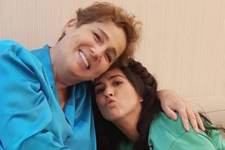 Tatá Werneck posta foto com Claudia Jimenez nos bastidores de 'Deus Salve o Rei'