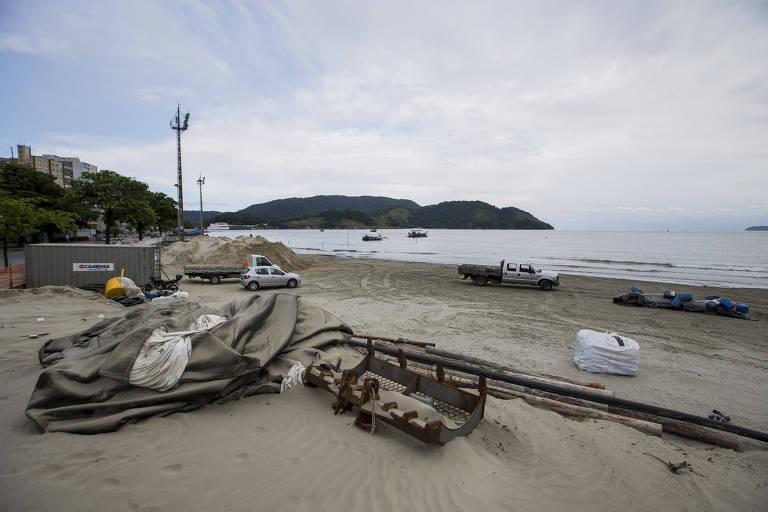 Obra contra erosão e ressacas na Ponta da Praia, em Santos, no litoral sul de São Paulo