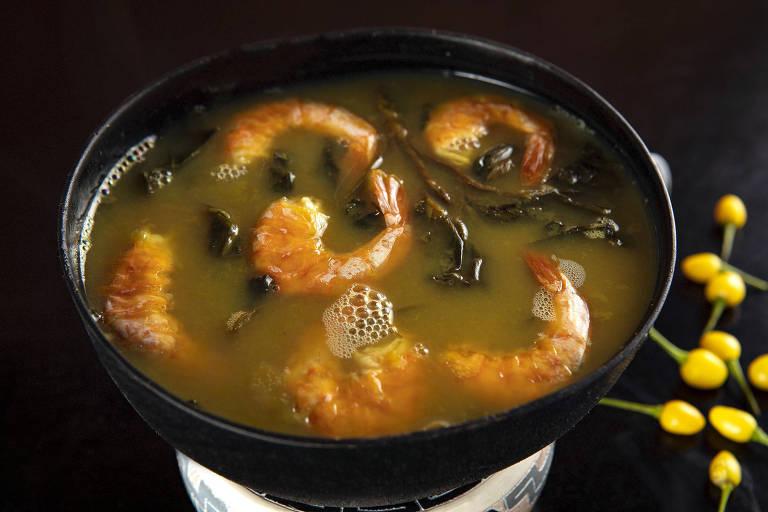 O jambu, que tem o poder de adormecer a boca, é usado em receitas como o tacacá (que leva ainda camarões e tucupi, caldo extraído da raiz da mandioca brava)
