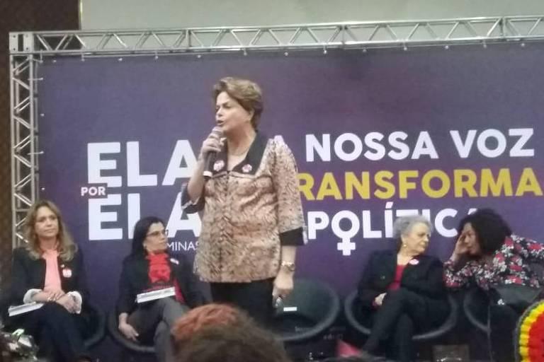 A ex-presidente Dilma Rousseff participa de lançamento de programa de mulheres do PT em hotel em Contagem, onde à noite a pré-candidatura de Lula será lançada