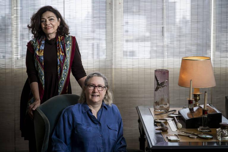 Marta Monteiro, 64, e Veronique Forat, 61, sentada, fundadoras da Morar.com.vc, em apartamento em SP