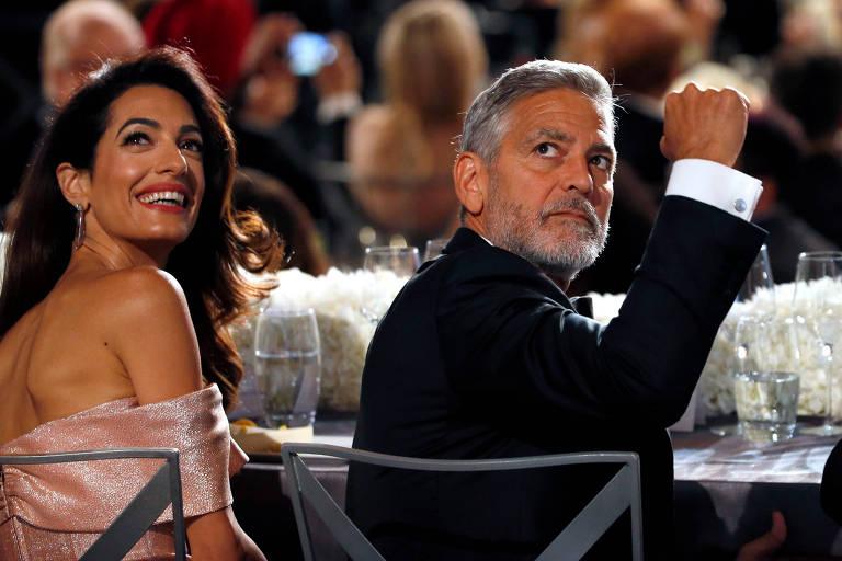 George Clooney, com a mulher, Amal, em evento de homenagem ao ator nos EUA