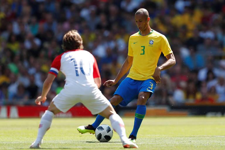 Miranda em amistoso da seleção brasileira contra a Croácia