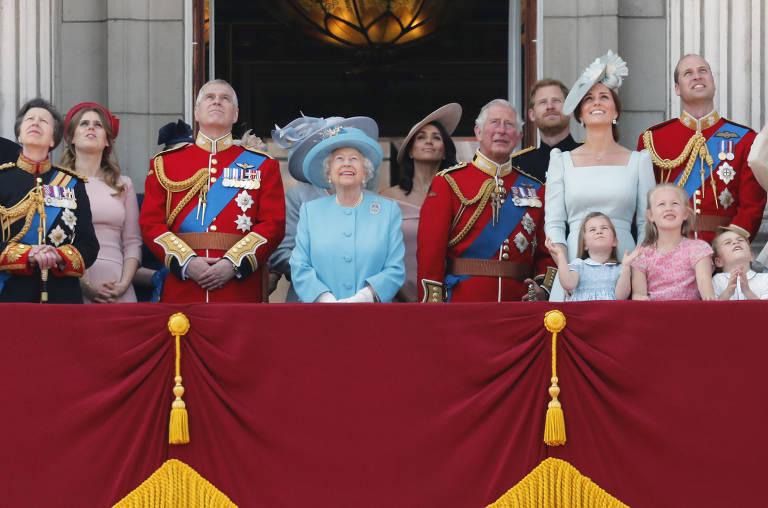 Rainha Elizabeth 2ª recebe homenagem pelos 92 anos