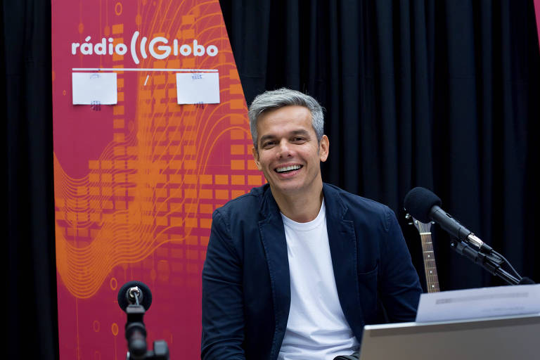 O apresentador Otaviano Costa na Rádio Globo