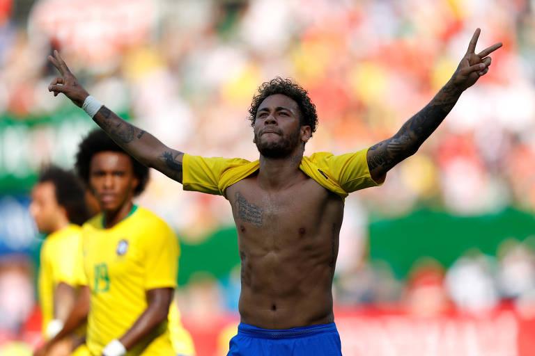 Neymar comemora seu gol no amistoso contra a Áustria