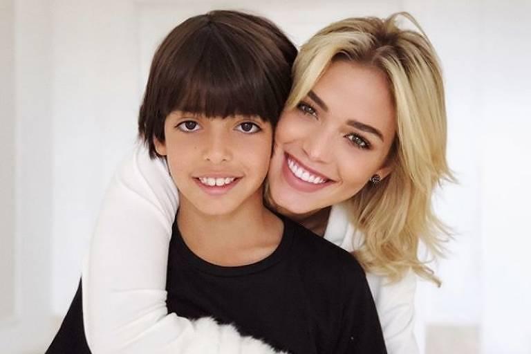 Carolina Dias, noiva de Kaká, com Luca, filho do craque