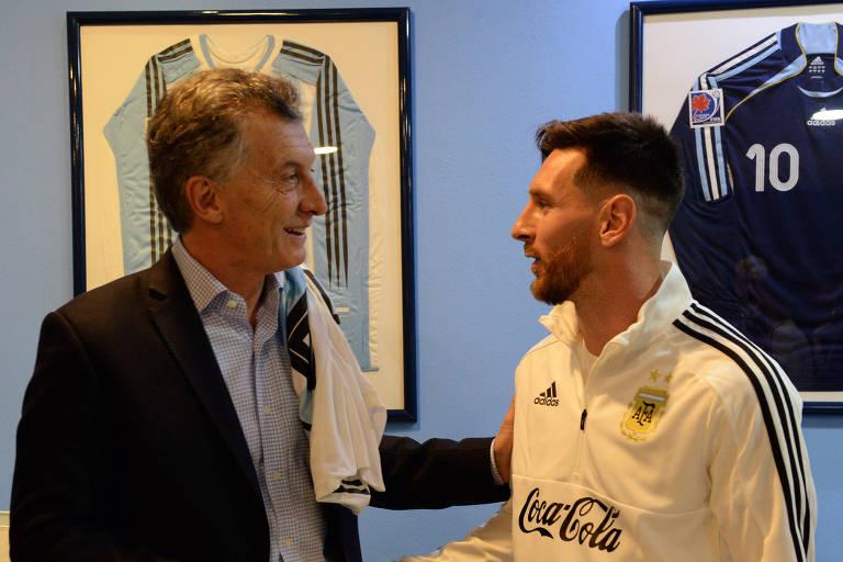 Macri conversa com Lionel Messi antes da viagem da seleção argentina para a Copa do Mundo na Rússia, em 2018