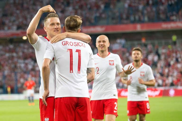 Comemoração polonesa durante o empate de 2 a 2 contra o Chile, em Poznan, no último jogo da Polônia antes da Copa