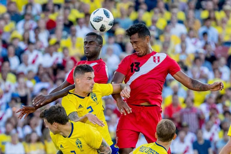 Lance do amistoso entre Suécia e Peru, em Gotemburgo
