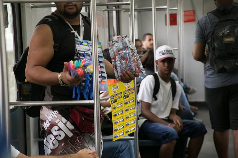 Ambulantes no metrô do Recife