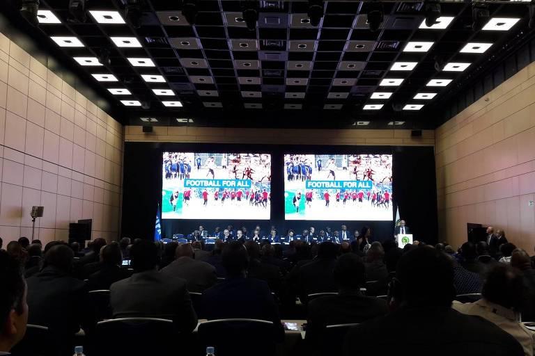Membros da Conmebol em reunião para escolha da sede da Copa de 2026