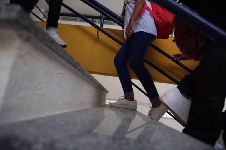Alunos em colégio público do Brasil