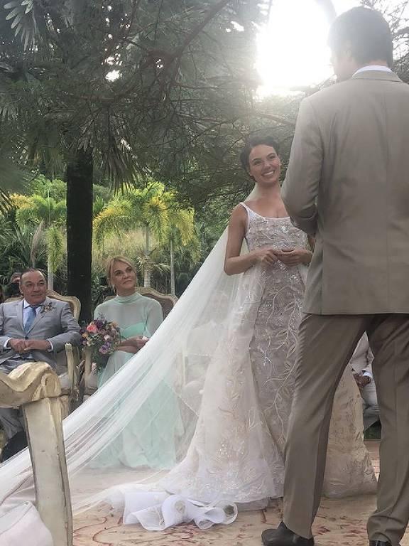 Isis Valverde casa com André Resende