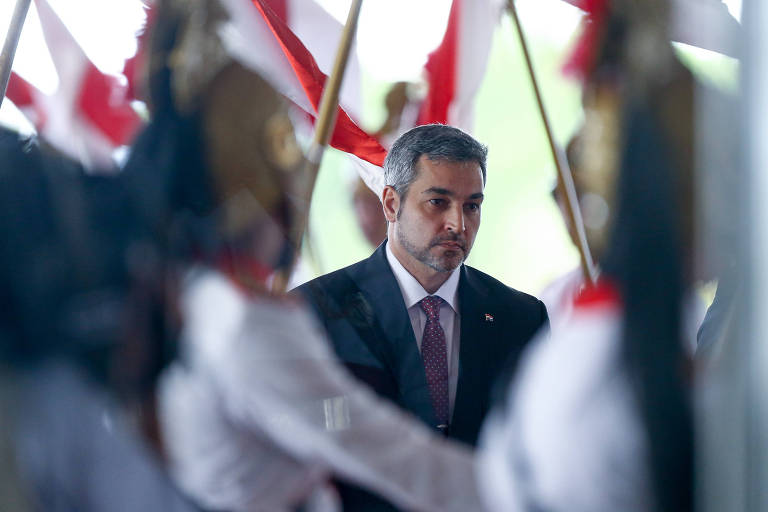 O presidente eleito do Paraguai, Mario Abdo Benítez, fala à imprensa após audiência com o presidente Michel Temer