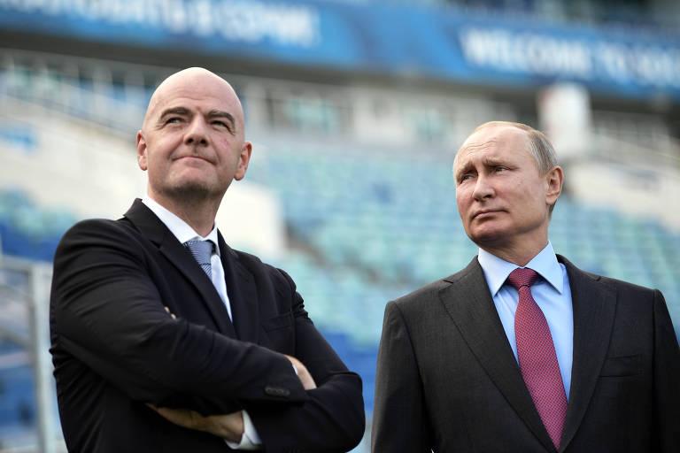 Gianni Infantino e Vladirmir Putin, durante visita ao Estádio Olímpico Fisht, uma das arenas da Copa da Rússia
