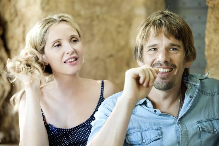 """Julie Delpy e Ethan Hawke em cena de """"Antes da Meia-Noite"""", filme dirigido por Richard Linklater"""
