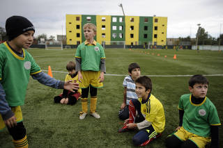 5176e8bc5bd4a Escolinha de futebol salva meninos russos cobiçados pelo Estado Islâmico