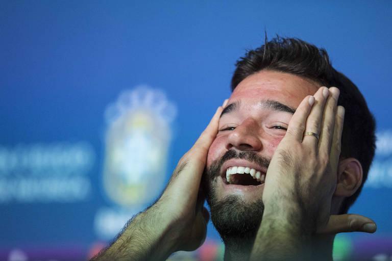 Goleiro Alisson faz  a primeira coletiva de imprensa de jogador da seleção brasileira em Sochi