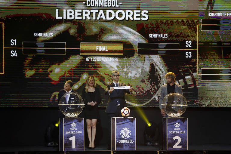 Diretor de Clubes da Conmebol Fredeiro Nates durante sorteio das oitavas de final da Libertadores