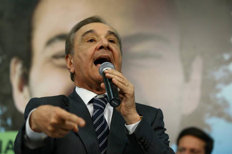 O senador e ex-presidente do DEM, José Agripino Maia (RN), discursa durante convenção do partido que lançou a pré-candidatura de Rodrigo Maia à Presidência