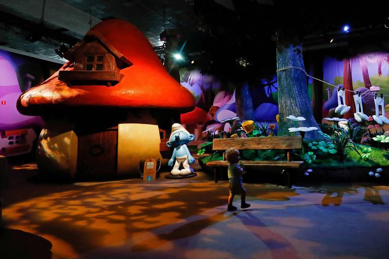 Na Smurf Experience os visitantes passam pela vila dos Smurfs