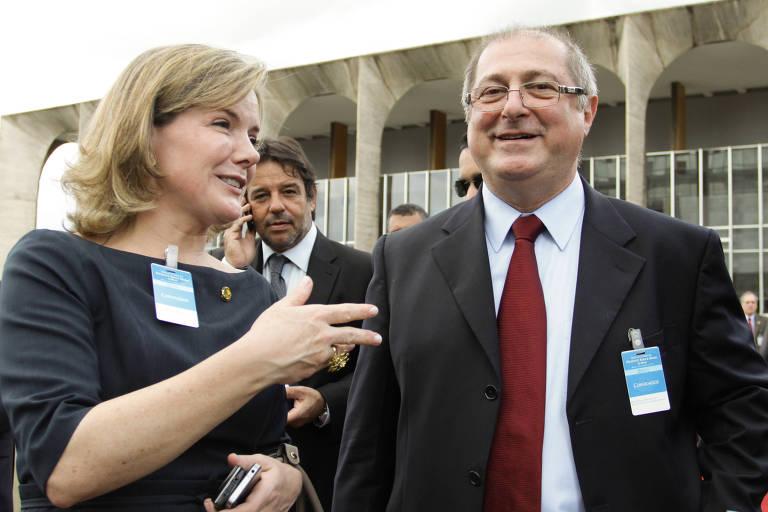 A senadora Gleisi Hoffmann (PR), atual presidente do  PT, e o marido, o ministro Paulo Bernardo