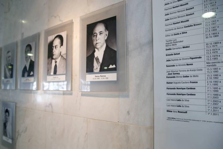 Painel de fotos dos presidentes do Brasil no Palácio do Planalto não atualizou até hoje o período do mandato de Dilma Rousseff