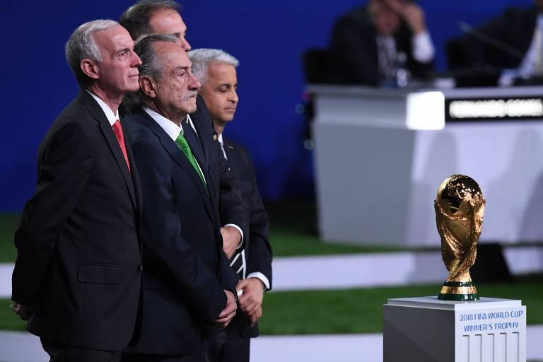 Representantes da United 2026 no 68º Congresso da Fifa, em Moscou, nesta quarta-feira (13)