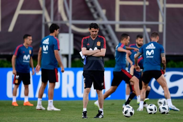 Fernando Hierro comanda 1º treino como técnico da seleção espanhola