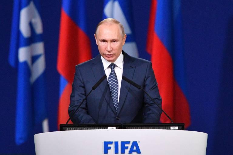 O presidente russo Vladimir Putin discursa durante congresso da Fifa, em Moscou