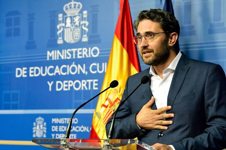 Maxim Huerta, em entrevista coletiva, informa sua renúncia do Ministério de Cultura espanhol