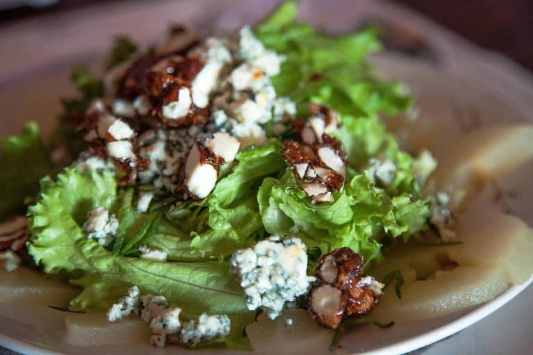 Uma horta orgânica abastece o restaurante da bodega Campotinto, em Carmelo. Folhas fresquinhas de alface vão ao prato com fatias de pera, lascas de gorgonzola e amêndoas caramelizadas