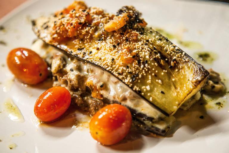 No balneário Las Cañas, em Fray Bentos, a lasanha de berinjela com molho de ossobuco é um dos pratos servidos no restaurante La Tomasa, de cozinha italiana. Para a sobremesa, não se deve dispensar o flan de erva-mate