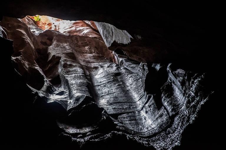 Abertura no teto na gruta do Riacho dos Bois, no Parque Nacional da Serra das Confusões, no Piauí