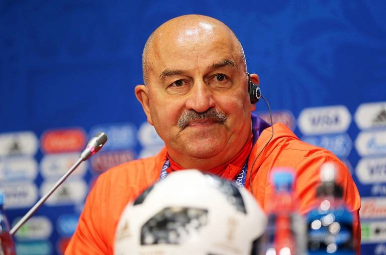 Russos usam bigode como 'mandinga' para Copa do Mundo