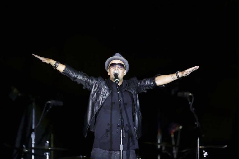 Sergio Brito durante o show da banda Titas na abertura do show dos Rolling Stones, no estadio do Morumbi