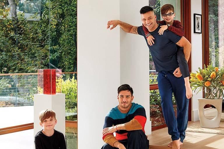 Ricky Martin com o companheiro, Jwan Yosef, e os filhos gêmeos, Valentino e Matteo